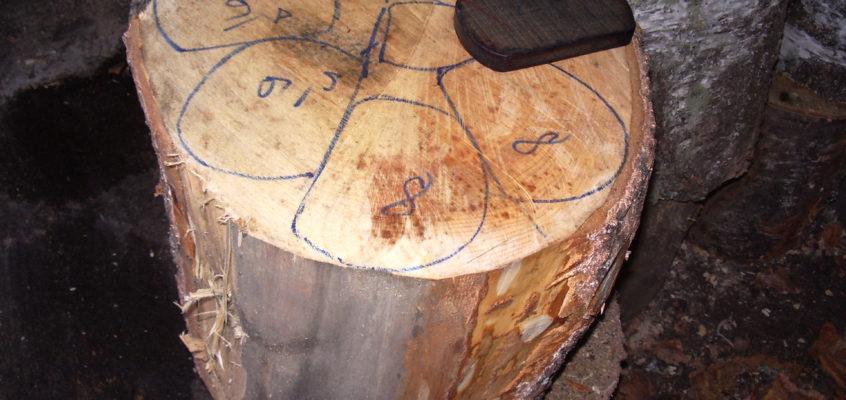 les gabarits sont tracés sur le tronc