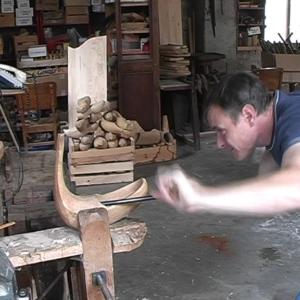 le bois est creusé à la cuillère